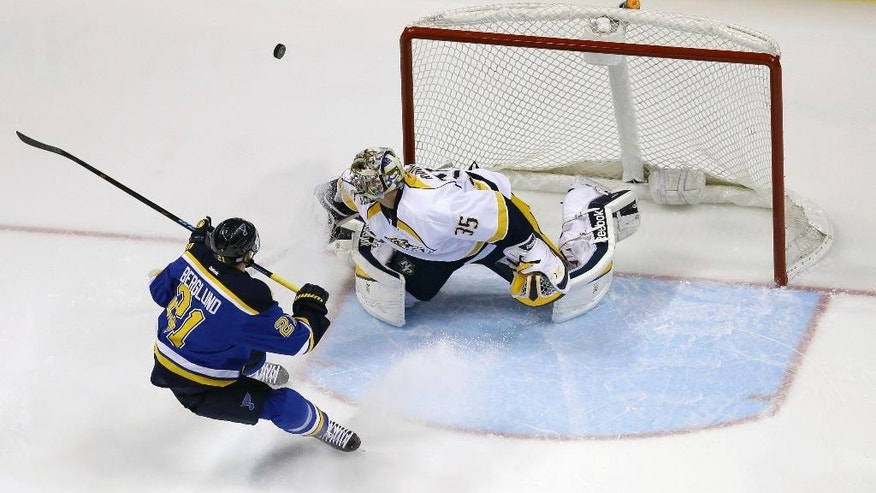 St. Louis Blues' Patrik Berglund, left, of Sweden, and Nashville Predators' Pekka Rinne, of Finland, watch as a puck sails past the net during the first period of an NHL hockey game Thursday, Nov. 13, 2014, in St. Louis. (AP Photo/Jeff Roberson)