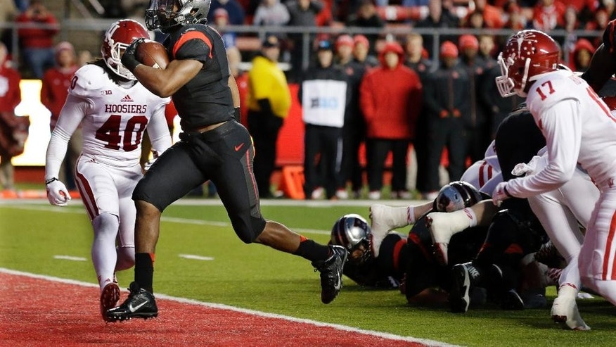 Rutgers running back Robert Martin (7) runs in for a touchdown as Indiana safety Antonio Allen (40) looks on during the first half of an NCAA college football game Saturday, Nov.15, 2014, in Piscataway, N.J. (AP Photo/Mel Evans)