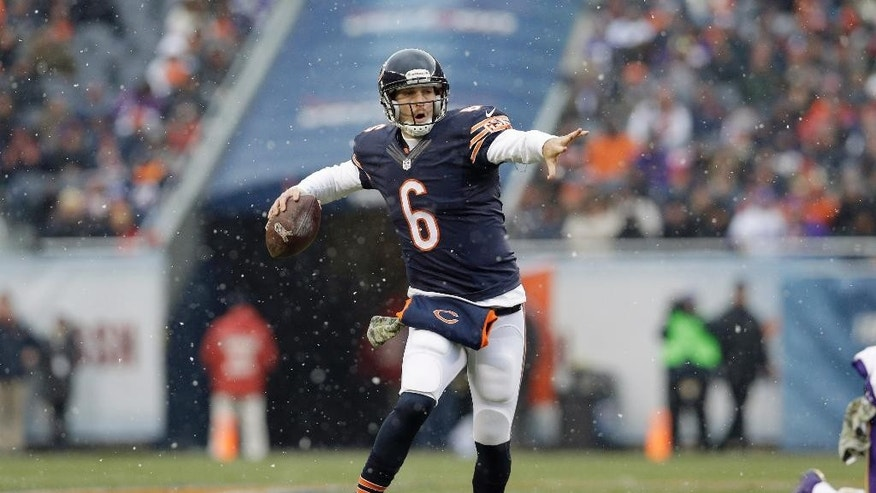 Chicago Bears quarterback Jay Cutler (6) scrambles as he throws a pass to wide receiver Alshon Jeffery during the first half of an NFL football game Sunday, Nov. 16, 2014 in Chicago. (AP Photo/Nam Y. Huh)