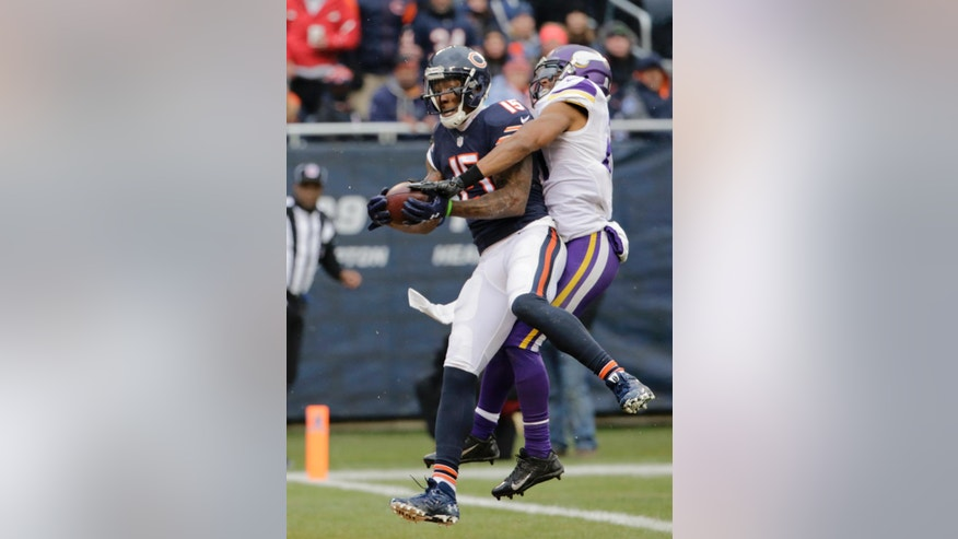 Chicago Bears wide receiver Brandon Marshall (15) catches a touchdown pass against Minnesota Vikings cornerback Josh Robinson (21) during the first half of an NFL football game Sunday, Nov. 16, 2014 in Chicago. (AP Photo/Charles Rex Arbogast)