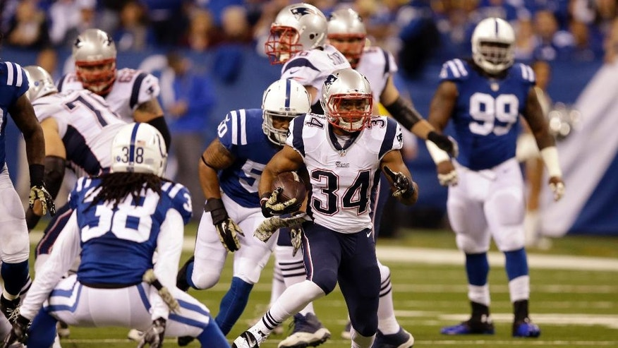 New England Patriots running back Shane Vereen, right, cuts in front of Indianapolis Colts free safety Sergio Brown during the first half of an NFL football game in Indianapolis, Sunday, Nov. 16, 2014. (AP Photo/Darron Cummings)