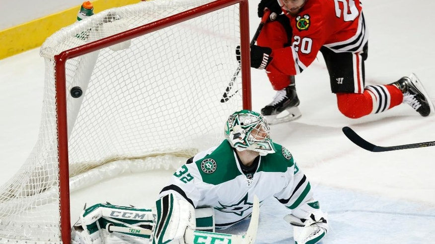 Chicago Blackhawks left wing Brandon Saad (20) scores past Dallas Stars goalie Kari Lehtonen (32) during the third period of an NHL hockey game on Sunday, Nov. 16, 2014, in Chicago. The Chicago Blackhawks won 6-2. (AP Photo/Andrew A. Nelles)