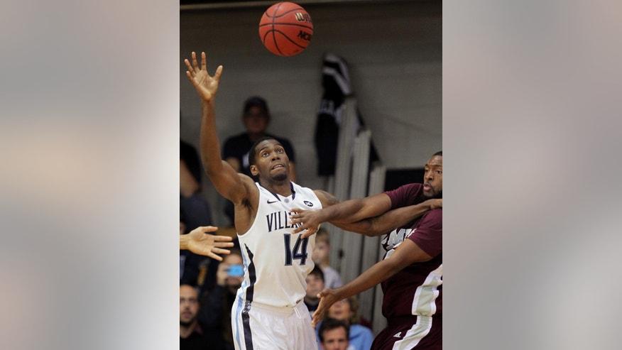 Villanova forward Darryl Reynolds (14) fights for possession of the ball with Maryland-Eastern Shore's Dominique Elliott (32) in the first half of an NCAA college basketball game, Monday, Nov. 17, 2014, in Villanova, Pa.  (AP Photo/Laurence Kesterson)