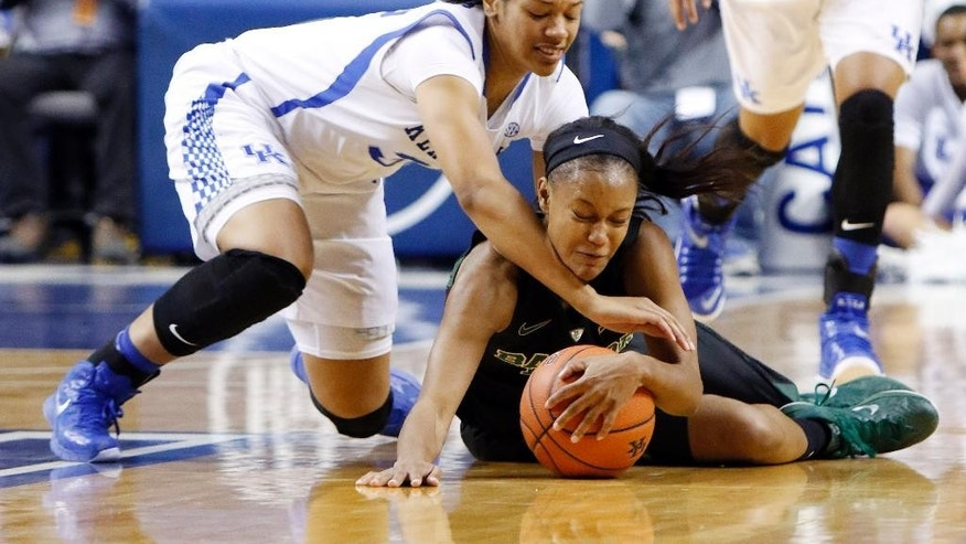 Kentucky's Alexis Jennings, left, and Baylor's Nina Davis go after a loose ball during the first half of an NCAA college basketball game, Monday, Nov. 17, 2014, in Lexington, Ky. (AP Photo/James Crisp)