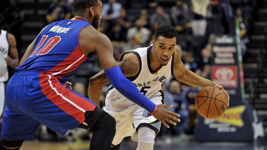 Memphis Grizzlies guard Courtney Lee (5) drives around Detroit Pistons forward Greg Monroe (10) in the second half of an NBA basketball game Saturday, Nov. 15, 2014, in Memphis, Tenn. The Grizzlies won 95-88. (AP Photo/Brandon Dill)