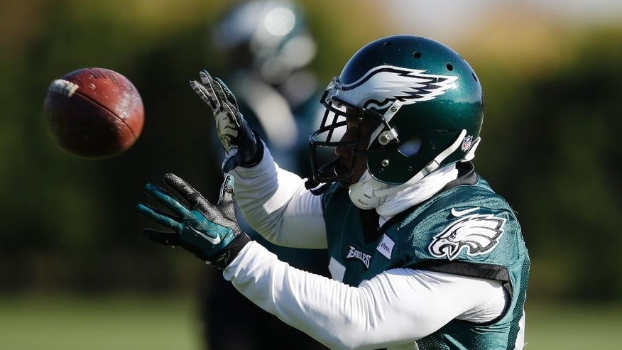 Philadelphia Eagles' Darren Sproles catches a pass during NFL football practice at the team's training facility, Tuesday, Nov. 18, 2014, in Philadelphia. (AP Photo/Matt Rourke)