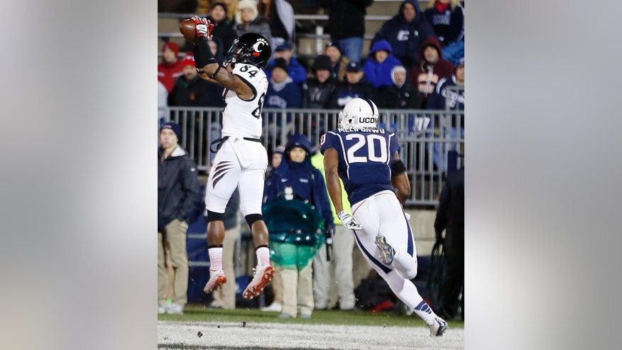 Cincinnati wide receiver Nate Cole (84) makes a touchdown reception in front of Connecticut safety Obi Melifonwu (20) in the first quarter of an NCAA college football game in East Hartford, Conn., Saturday, Nov. 22, 2014. (AP Photo/Michael Dwyer)