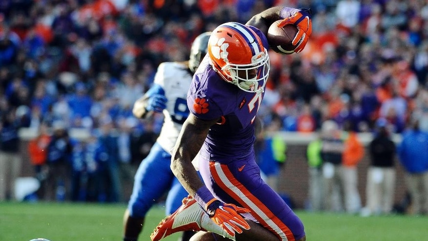 Clemson wide receiver Mike Williams (7) runs after a catch as Georgia State cornerback Bruce Dukes (27) defends during the first half of an NCAA college football game, Saturday, Nov. 22, 2014, in Clemson, S.C. (AP Photo/Rainier Ehrhardt)