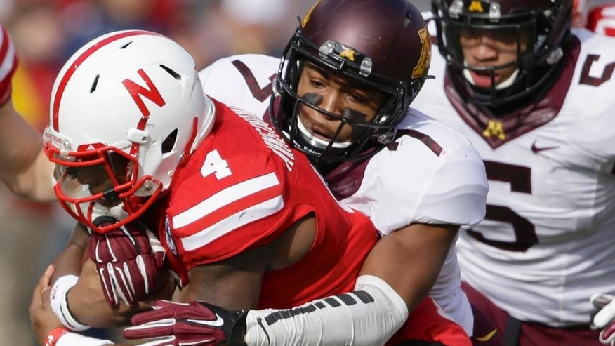 Minnesota quarterback Mitch Leidner (7) scrambles with the ball during the first half of an NCAA college football game against Nebraska in Lincoln, Neb., Saturday, Nov. 22, 2014. (AP Photo/Nati Harnik)