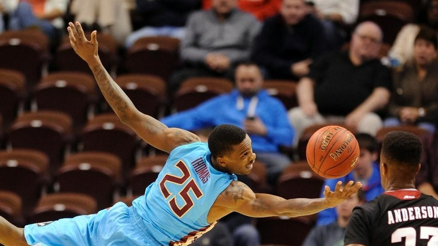 Florida State's Aaron Thomas (25) and Massachusetts' C.J. Anderson fight for a loose ball during the first half of an NCAA college basketball game in Uncasville, Conn., Sunday, Nov. 23, 2014. (AP Photo/Fred Beckham)