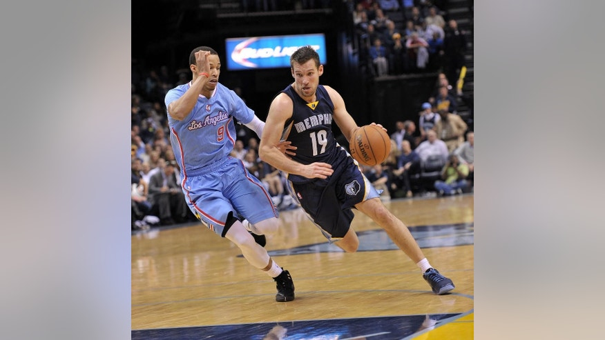 Memphis Grizzlies guard Beno Udrih (19) drives past Los Angeles Clippers guard Jared Cunningham (9) in the second half of an NBA basketball game Sunday, Nov. 23, 2014, in Memphis, Tenn. The Grizzlies beat the Clippers 107-91 (AP Photo/Brandon Dill)