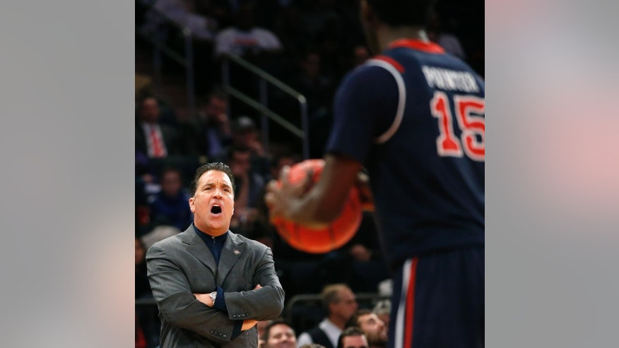 St. John's head coach Steve Lavin reacts in the first half of an NCAA college basketball game against Minnesota in New York, Wednesday, Nov. 26, 2014. (AP Photo/Kathy Willens)