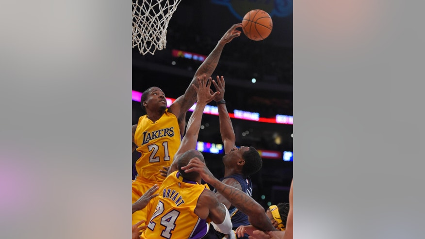 Los Angeles Lakers forward Ed Davis, left, blocks the shot of Memphis Grizzlies guard Tony Allen, right, as Lakers guard Kobe Bryant defends during the first half of an NBA basketball game, Wednesday, Nov. 26, 2014, in Los Angeles. (AP Photo/Mark J. Terrill)