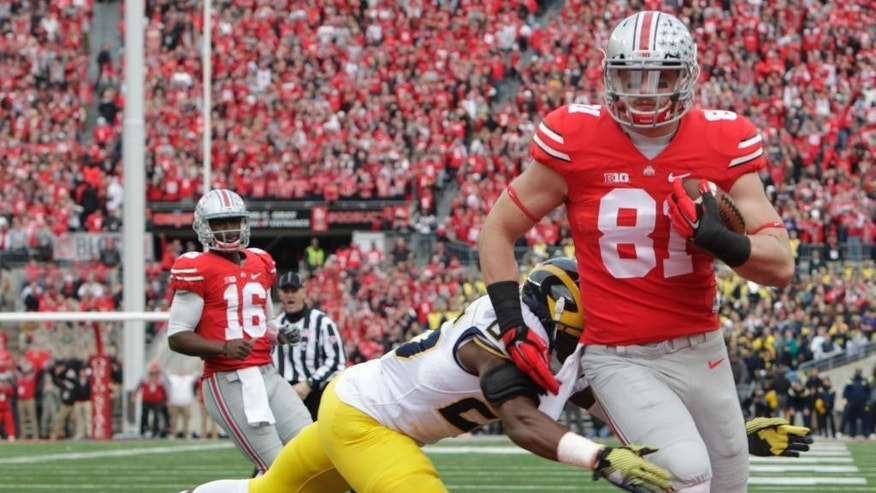 Ohio State tight end Nick Vannett, right, scores a touchdown past Michigan defensive back Dymonte Thomas during the first quarter of an NCAA college football game Saturday, Nov. 29, 2014, in Columbus, Ohio. (AP Photo/Jay LaPrete)