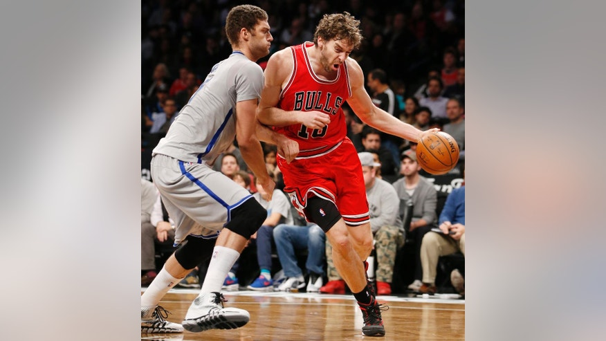 Brooklyn Nets center Brook Lopez, left, defends Chicago Bulls forward Pau Gasol (16) in the first half of an NBA basketball game at the Barclays Center, Sunday, Nov. 30, 2014, in New York. (AP Photo/Kathy Willens)