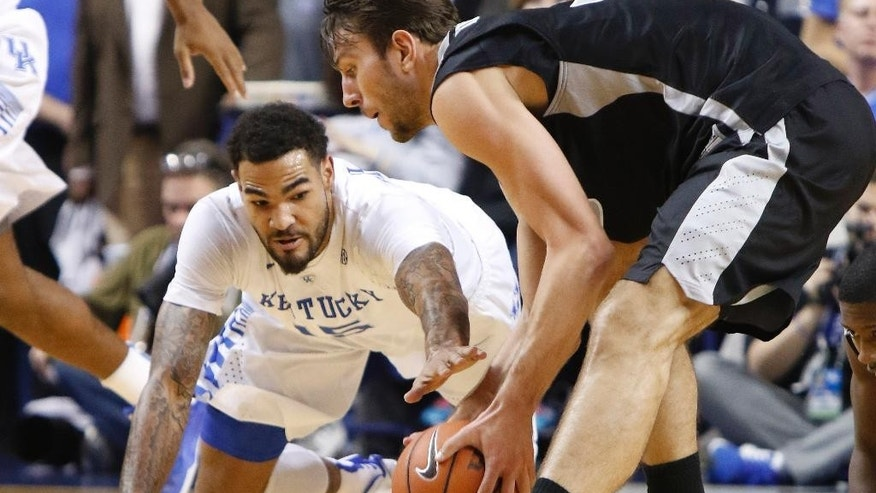 Kentucky's Willie Cauley-Stein, left, and Providence's Carson Desrosiers go after a loose ball during the first half of an NCAA college basketball game, Sunday, Nov. 30, 2014, in Lexington, Ky. (AP Photo/James Crisp)