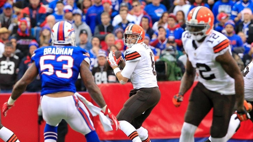 Cleveland Browns quarterback Brian Hoyer, center, looks to pass to wide receiver Josh Gordon, right, during the first half of an NFL football game against the Buffalo Bills, Sunday, Nov. 30, 2014, in Orchard Park, N.J. The ball was intercepted on the play by strong safety Da'Norris Searcy. (AP Photo/Bill Wippert)