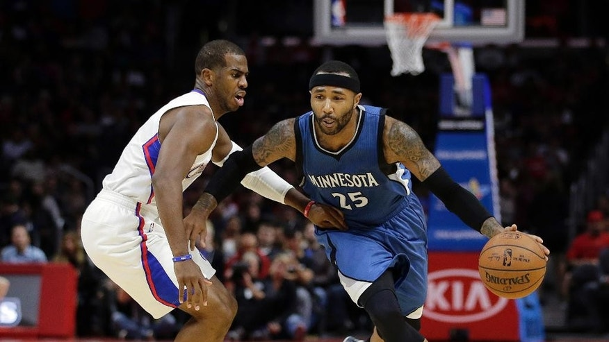 Minnesota Timberwolves' Mo Williams, right, drives past Los Angeles Clippers' Chris Paul during the first half of an NBA basketball game Monday, Dec. 1, 2014, in Los Angeles. (AP Photo/Jae C. Hong)