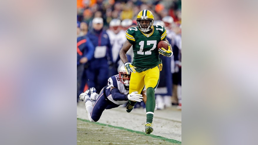 Green Bay Packers' Davante Adams tries to break away from New England Patriots' Logan Ryan during the first half of an NFL football game Sunday, Nov. 30, 2014, in Green Bay, Wis. (AP Photo/Tom Lynn)