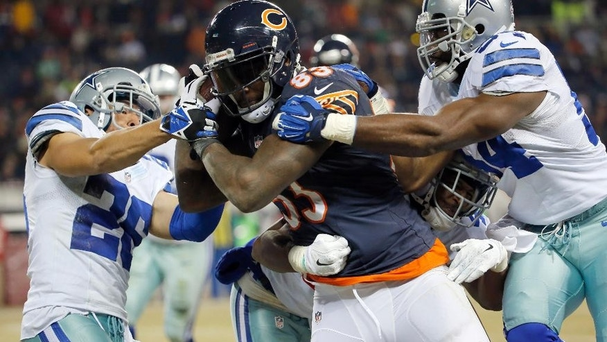 Chicago Bears tight end Martellus Bennett (83) catches a pass thrown by quarterback Jay Cutler against Dallas Cowboys defense during the second half of an NFL football game Thursday, Dec. 4, 2014, in Chicago. (AP Photo/Charles Rex Arbogast)