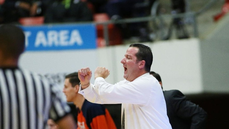 UTSA head coach Brooks Thompson talks to his team during the first half of an NCAA college basketball game against Washington State in Pullman, Wash., Saturday, Dec. 6, 2014. (AP Photo/Young Kwak)