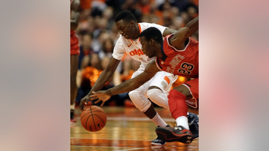 Syracuse's Kaleb Joseph, left, and St. John's Rysheed Jordan, right, battle for a loose ball in the first half of an NCAA college basketball game in Syracuse, N.Y., Saturday, Dec. 6, 2014. (AP Photo/Nick Lisi)