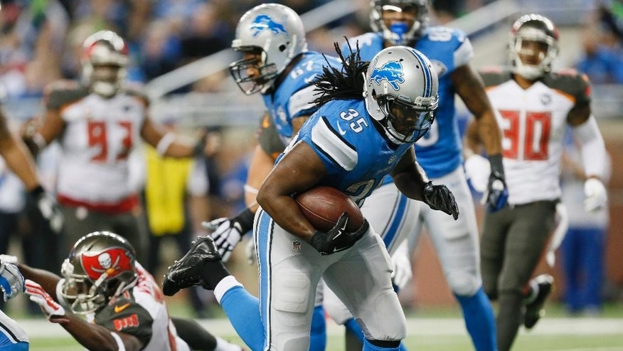 Detroit Lions running back Joique Bell (35) scores on a 5-yard reception during the second half of an NFL football game against the Tampa Bay Buccaneers in Detroit, Sunday, Dec. 7, 2014. (AP Photo/Paul Sancya)