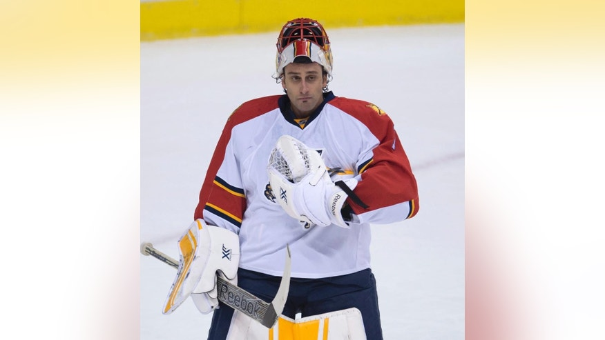 Florida Panthers goalie Roberto Luongo (1) acknowledges the crowd following a tribute to the former Vancouver Canucks player during an NHL hockey game between the teams in Vancouver, British Columbia, Thursday, Jan. 8, 2015. (AP Photo/The Canadian Press, Jonathan Hayward)