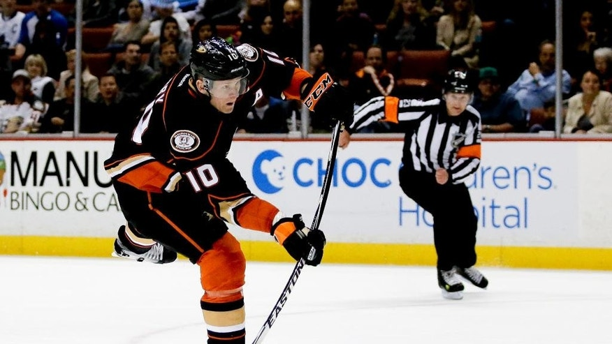Anaheim Ducks right wing Corey Perry shoots and scores against the Toronto Maple Leafs during the second period of an NHL hockey game in Anaheim, Calif., Wednesday, Jan. 14, 2015. (AP Photo/Chris Carlson)