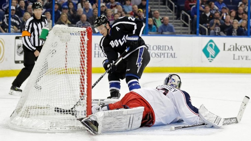 Columbus Blue Jackets goalie Curtis McElhinney (30) makes a save on a breakaway by Tampa Bay Lightning right wing Ryan Callahan (24) during the second period of an NHL hockey game Saturday, Jan. 31, 2015, in Tampa, Fla. (AP Photo/Chris O'Meara)
