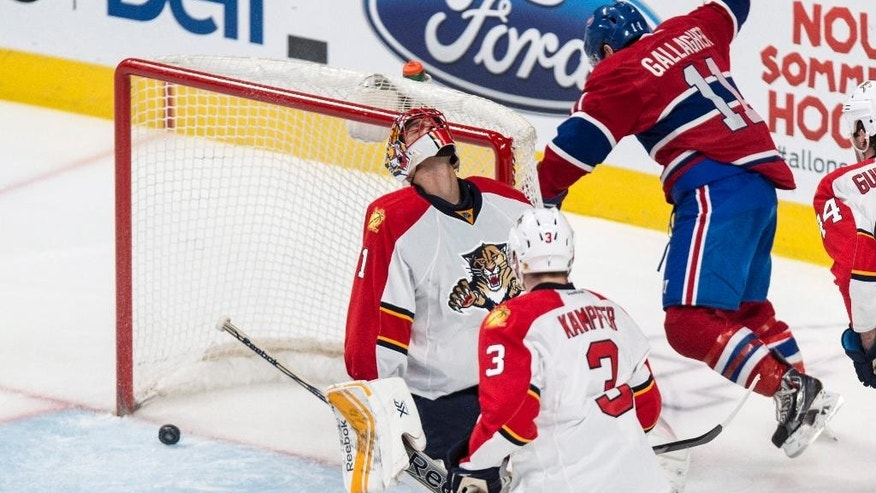 Montreal Canadiens' Brendan Gallagher scores past Florida Panthers goalie Roberto Luongo as defenseman Steven Kampfer watches during the second period of an NHL hockey game Thursday, Feb. 19, 2015, in Montreal. (AP Photo/The Canadian Press, Paul Chiasson)