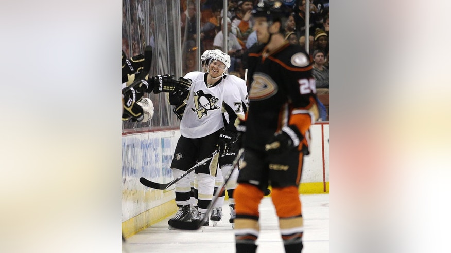 Pittsburgh Penguins' Patric Hornqvist, of Sweden, celebrates his goal during the second period of an NHL hockey game against the Anaheim Ducks, Friday, March 6, 2015, in Anaheim, Calif. (AP Photo/Jae C. Hong)