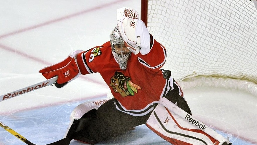 Chicago Blackhawks goalie Corey Crawford makes a save during the first period of an NHL hockey game against the New York Rangers, Sunday, March 8, 2015, in Chicago. (AP Photo/Paul Beaty)