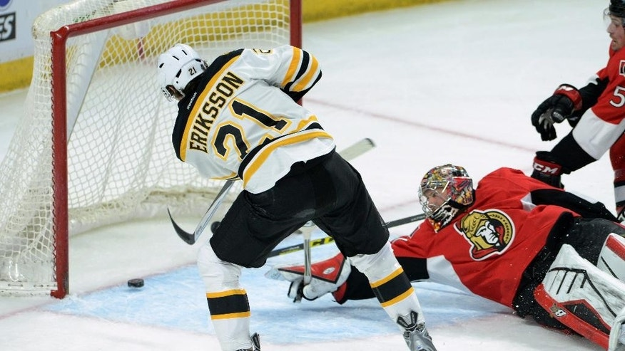 Ottawa Senators' Craig Anderson looks back as Boston Bruins' Loui Eriksson scores a second period goal during NHL hockey action in Ottawa, Ontario, on Tuesday, March 10, 2015. (AP Photo/The Canadian Press, Sean Kilpatrick)