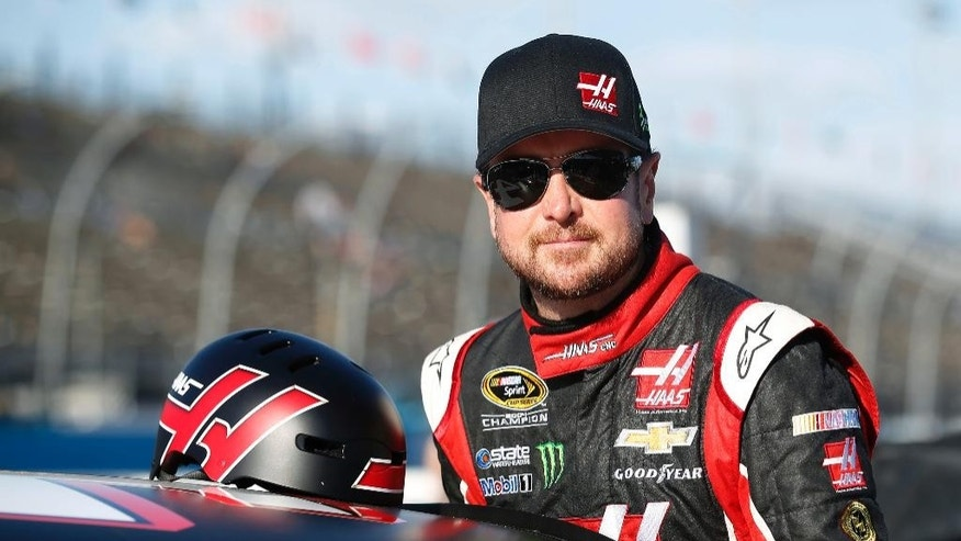 Kurt Busch gets ready to qualify for Sunday's NASCAR Sprint Cup Series auto race, Friday, March 13, 2015, in Avondale, Ariz. (AP Photo/Rick Scuteri)