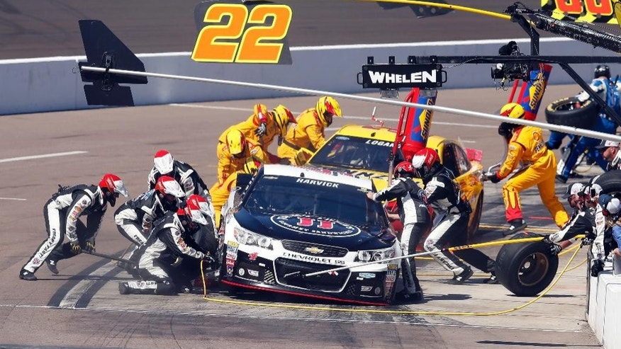 Kevin Harvick makes a pit stop on the 73rd lap during a NASCAR Sprint Cup Series auto race on Sunday, March 15, 2015, in Avondale, Ariz. (AP Photo/Rick Scuteri)