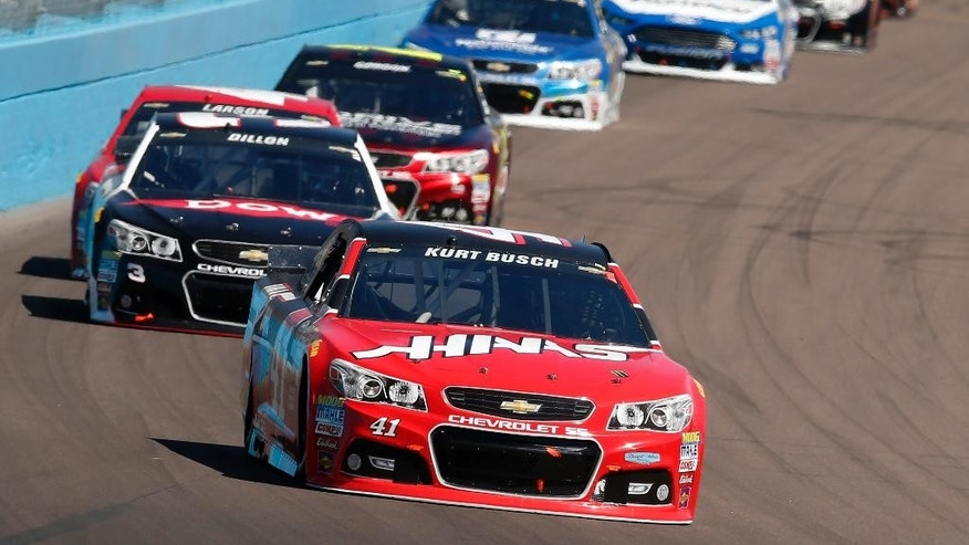 Kurt Busch races on the 64th lap during a NASCAR Sprint Cup Series auto race on Sunday, March 15, 2015, in Avondale, Ariz. (AP Photo/Rick Scuteri)