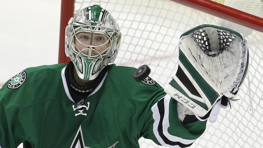 Dallas Stars goalie Kari Lehtonen (32) makes a save during the third period of an NHL hockey game against the Pittsburgh Penguins, Thursday, March 19, 2015, in Dallas. The Stars won 2-1. (AP Photo/LM Otero)