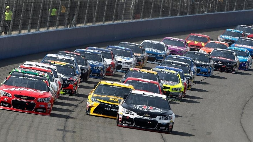 Kevin Harvick, right, and Kurt Busch lead during the first lap in the NASCAR Sprint Cup Series auto race in Fontana, Calif., Sunday, March 22, 2015. (AP Photo/Alex Gallardo)