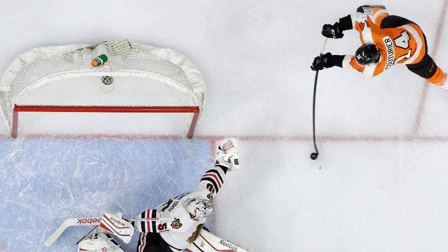 Philadelphia Flyers' Sean Couturier (14) cannot get a shot past Chicago Blackhawks' Corey Crawford (50) during the second period of an NHL hockey game, Wednesday, March 25, 2015, in Philadelphia. (AP Photo/Matt Slocum)