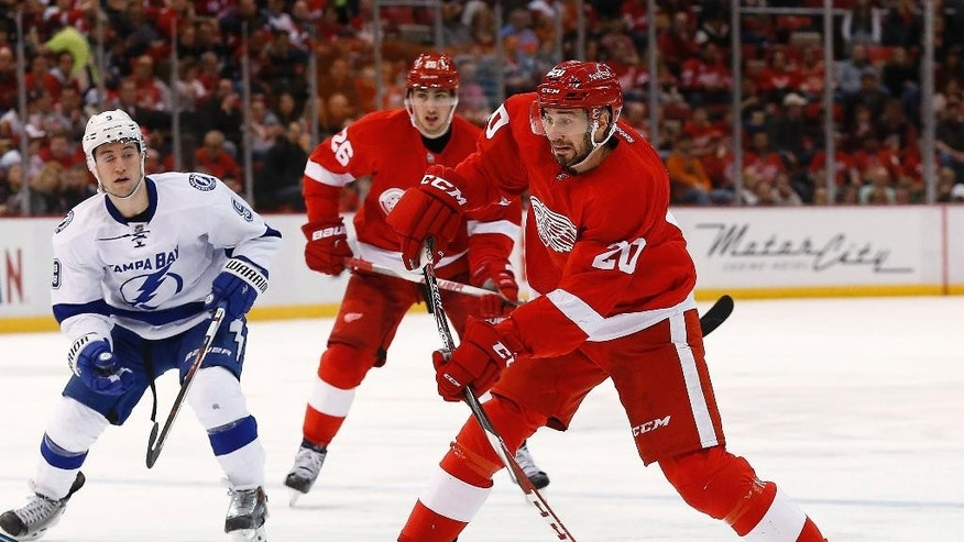 Detroit Red Wings left wing Drew Miller (20) shoots against the Tampa Bay Lightning in the second period of an NHL hockey game in Detroit, Saturday, March 28, 2015. (AP Photo/Paul Sancya)