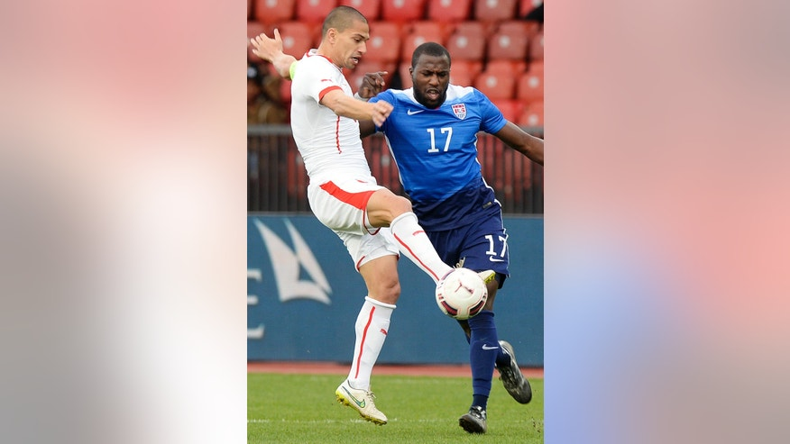 Switzerland's Goekhan Inler, left, challenges for the ball with US' Jozy Altidore, right, during the friendly soccer match between Switzerland and the US at the Letzigrund stadium in Zurich, Switzerland, Tuesday, March 31, 2015. (AP Photo/Keystone, Walter Bieri)