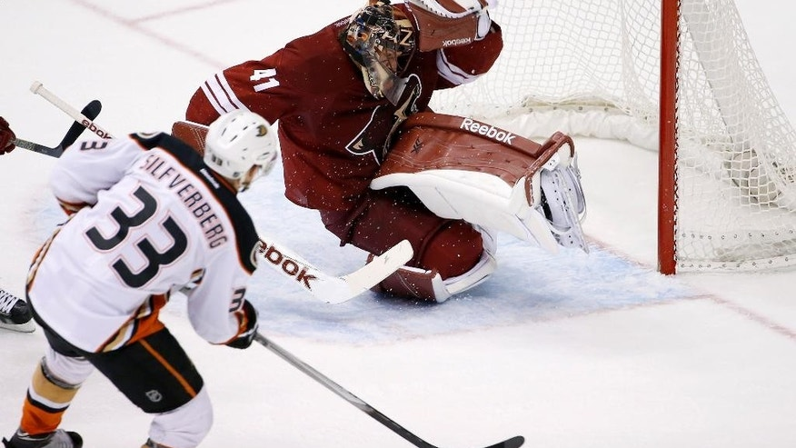 Anaheim Ducks' Jakob Silfverberg (33), of Sweden, scores a goal against Arizona Coyotes' Mike Smith (41) during the second period of an NHL hockey game Saturday, April 11, 2015, in Glendale, Ariz. (AP Photo/Ross D. Franklin)