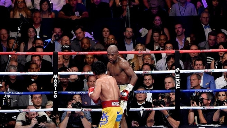 LAS VEGAS, NV - MAY 02:  Floyd Mayweather Jr. and Manny Pacquiao in the ring during their welterweight unification championship bout on May 2, 2015 at MGM Grand Garden Arena in Las Vegas, Nevada.  (Photo by Harry How/Getty Images)