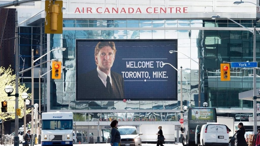 A sign welcoming Mike Babcock as the new head coach of the Toronto Maple Leafs NHL hockey club is displayed outside of the Air Canada Centre in Toronto, Thursday, May 21, 2015. Babcock spent the last 10 seasons with the Detroit Red Wings, where he won the Stanley Cup in 2008. (Darren Calabrese/The Canadian Press via AP) MANDATORY CREDIT