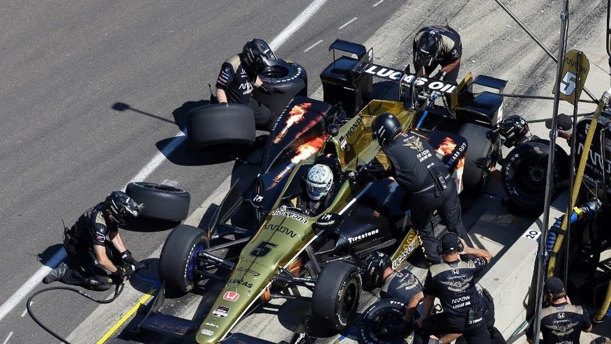 The crew practice a pit stop on the car riven by Ryan Briscoe, of Australia, during the final practice session for the Indianapolis 500 auto race at Indianapolis Motor Speedway in Indianapolis, Friday, May 22, 2015.  (AP Photo/Michael Conroy)