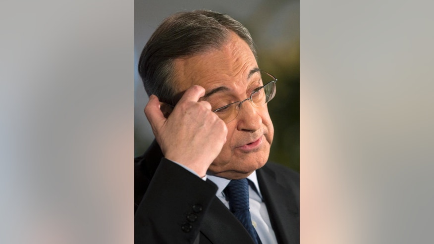 Real Madrid's President Florentino Perez pauses during a press conference at the Bernabeu stadium in Madrid, Spain, Monday, May 25, 2015. Perez announced that the team's coach Carlo Ancelotti will not continue next season and the club will announce the name of his replacement next week. (AP Photo/Paul White)