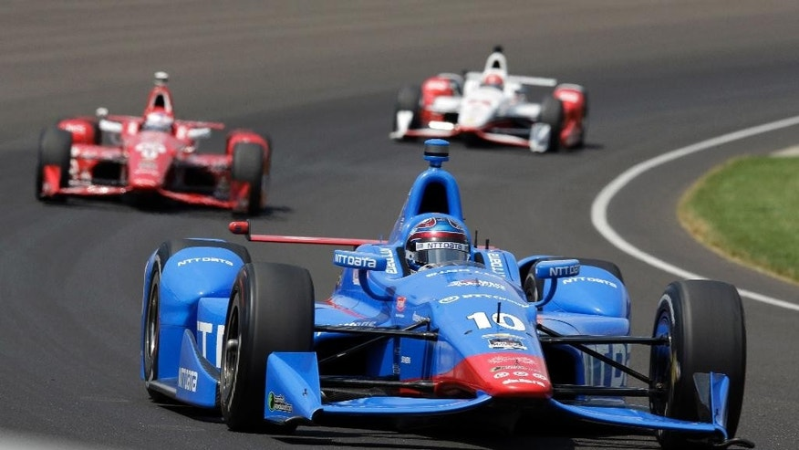 Tony Kanaan, of Brazil, drives through the first turn during the 99th running of the Indianapolis 500 auto race at Indianapolis Motor Speedway in Indianapolis, Sunday, May 24, 2015.  (AP Photo/R Brent Smith)