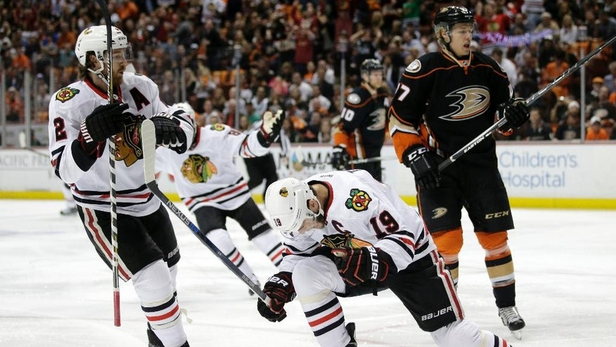 Chicago Blackhawks center Jonathan Toews (19) reacts after scoring a goal against the Anaheim Ducks during the first period in Game 7 of the Western Conference final of the NHL hockey Stanley Cup playoffs in Anaheim, Calif., Saturday, May 30, 2015.  (AP Photo/Jae C. Hong)