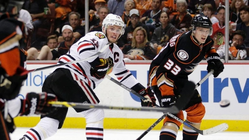 Chicago Blackhawks center Jonathan Toews, left, shoots around Anaheim Ducks right wing Jakob Silfverberg during the third period in Game 7 of the Western Conference final of the NHL hockey Stanley Cup playoffs in Anaheim, Calif., Saturday, May 30, 2015.  (AP Photo/Jae C. Hong)